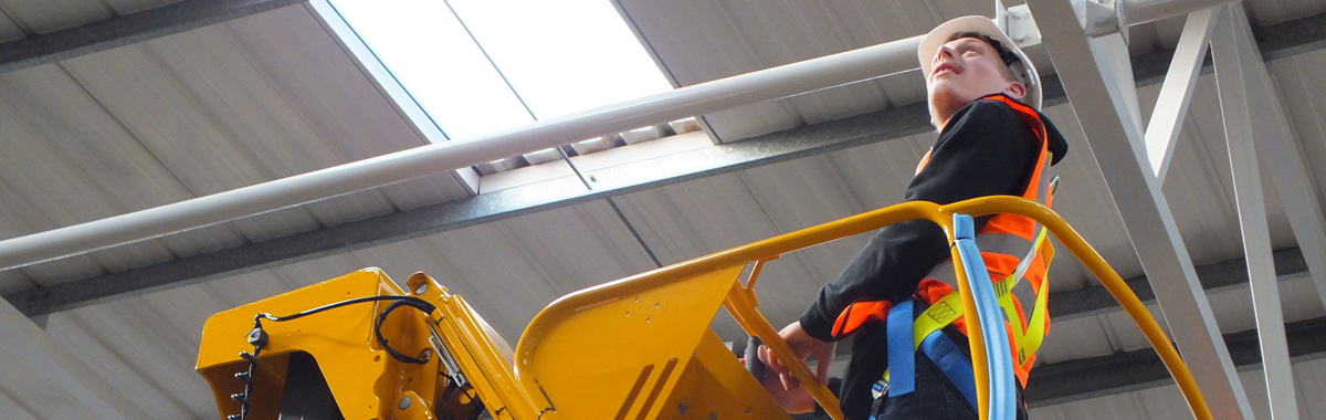 Worker on Cherrypicker